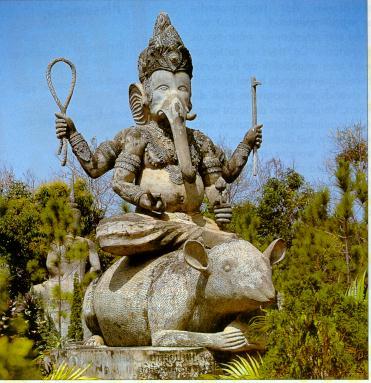*** Niouzes insolites *** - Page 2 Ganesh_on_rat_statue